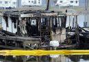 Almeno otto persone sono morte in un incendio in un porto di un lago in Alabama