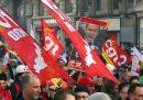 Martedì circa 30mila persone a sud di Parigi sono rimaste senza corrente elettrica a causa dei sabotaggi di alcuni attivisti contro la riforma delle pensioni