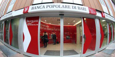 Sono stati disposti gli arresti domiciliari per l'ex presidente e l'ex vicedirettore generale della Banca Popolare di Bari