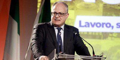 Il ministro dell'Economia Roberto Gualtieri sarà il candidato del centrosinistra per le elezioni suppletive per il seggio alla Camera che era di Paolo Gentiloni