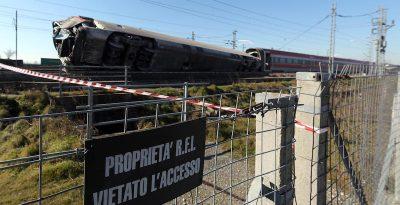 Cinque operai sono indagati per l'incidente al Frecciarossa a Lodi