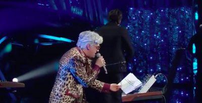 Il video di Bugo che se ne va dal palco di Sanremo per aver litigato con Morgan