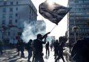 Manifestanti anti-governativi e poliziotti si sono scontrati all'inaugurazione del più importante festival musicale in Cile, a Viña del Mar