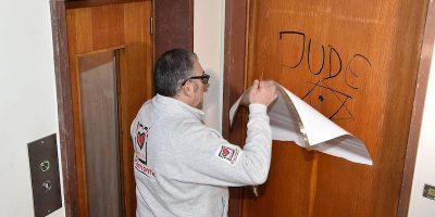 A Torino è stata fatta una scritta antisemita sulla porta di casa del presidente di una ong locale
