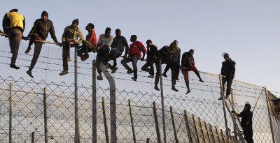 La Spagna potrà continuare a respingere i migranti a Ceuta e Melilla