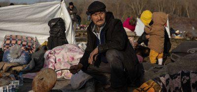 Come vivono le persone bloccate fra Turchia e Grecia