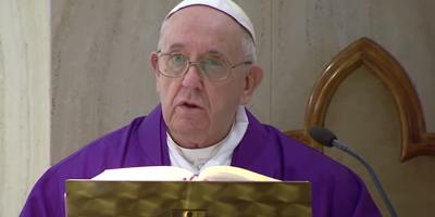 Il Papa ha esortato i preti a portare l'ostia a chi è bloccato in casa, anche ai malati