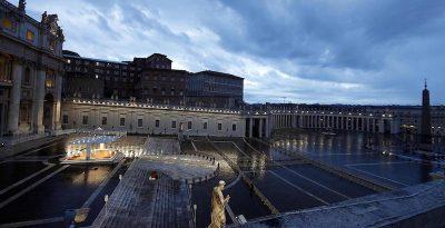 Le foto della preghiera del Papa in piazza San Pietro deserta