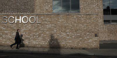 Il Regno Unito chiuderà le scuole a partire da venerdì