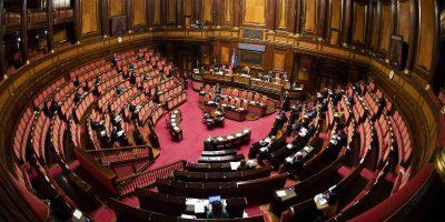 Il Parlamento dimezzato per l'epidemia