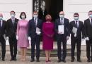 Il giuramento del nuovo governo slovacco, con mascherina e guanti