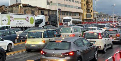 Ci sono più di 100 persone bloccate in Calabria, in attesa di andare in Sicilia