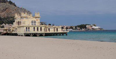 L'uomo che ha preso cinque multe in cinque giorni per essere andato al mare a Palermo