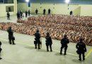 I detenuti ammassati nelle prigioni di El Salvador