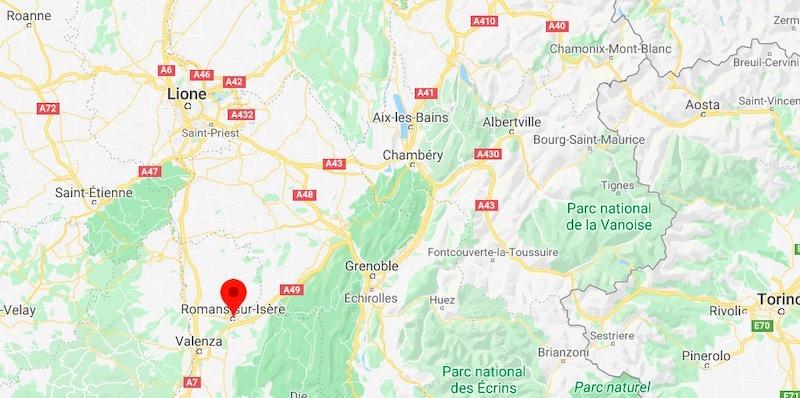 A Romans sur Isère, in Francia, un uomo ha ucciso due passanti e ne ha feriti altri cinque con un coltello - Il Post