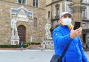 Anche in Toscana sarà obbligatorio indossare la mascherina protettiva nei luoghi pubblici