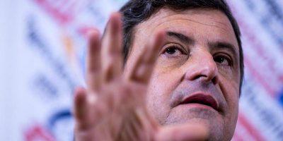 Calenda ha accusato il governo di essere «appecoronato» alle grandi aziende