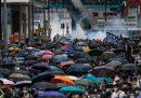A Hong Kong, in una nuova giornata di proteste, la polizia ha arrestato 180 manifestanti e usato gas lacrimogeni