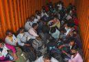 Almeno 23 persone sono morte nel nord dell'India nello scontro tra due camion
