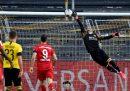Il pallonetto di Joshua Kimmich con cui il Bayern ha battuto il Borussia Dortmund