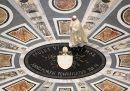 Le foto della prima messa del Papa a San Pietro dopo la riapertura