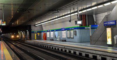A Milano sono state arrestate 12 persone nell'ambito di un'inchiesta su appalti truccati e tangenti all'Atm, l'azienda dei trasporti del Comune