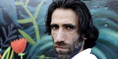 Behrouz Boochani, lo scrittore curdo-iraniano che aveva chiesto asilo in Australia nel 2013, ha ottenuto asilo in Nuova Zelanda