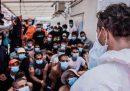 Lunedì i 180 migranti della Ocean Viking saranno trasferiti su una nave dove faranno la quarantena, scrive Avvenire