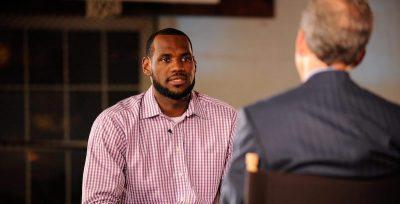 """La """"decisione"""" di LeBron James, 10 anni fa"""