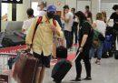 Il governo ha abolito il divieto dell'uso delle cappelliere per i bagagli a mano sugli aerei di linea