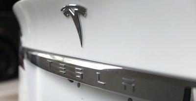 Tesla è diventata la prima società automobilistica del mondo per valore in borsa, superando Toyota