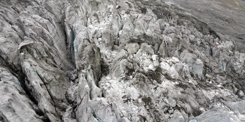 30 case sono state evacuate in Valle d'Aosta per un'allerta sul ghiacciaio di Planpincieux thumbnail