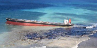 L'isola di Mauritius rischia una crisi ambientale per una nave incagliata che sta perdendo carburante