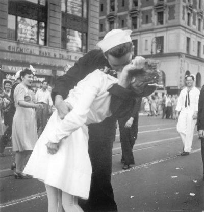 Bacio a Times Square