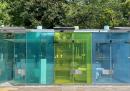 A Tokyo ci sono dei bagni pubblici con le pareti trasparenti