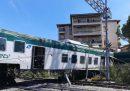 Un treno si è mosso per errore ed è deragliato a Carnate, in provincia di Monza; non ci sono feriti gravi