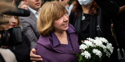 Svetlana Alexievich, leader dell'opposizione bielorussa e premio Nobel per la letteratura, ha lasciato il paese