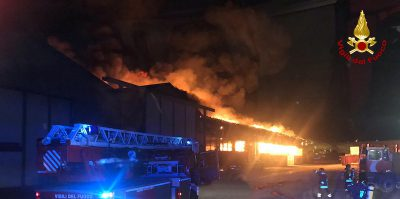 C'è stato un grande incendio nel porto di Ancona