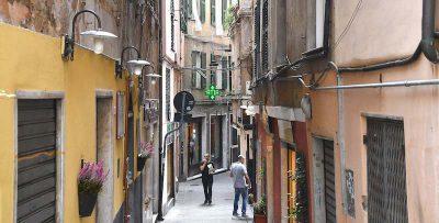 Nel centro storico di Genova è obbligatoria la mascherina sempre e anche all'aperto