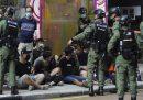 Quasi 300 persone sono state arrestate a Hong Kong: manifestavano contro il rinvio delle elezioni