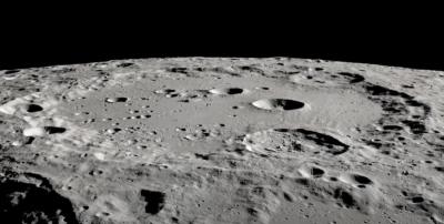 L'acqua sulla Luna sembra più diffusa di quanto pensassimo
