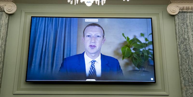 Anche a Mark Zuckerberg capita di avere problemi di connessione - Il Post
