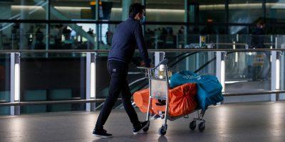 Chi arriva in Inghilterra potrà uscire dalla quarantena dopo cinque giorni e un test negativo