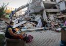 Più di 80 persone sono morte in Turchia e in Grecia per il terremoto di venerdì