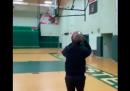 Il video del tiro da tre punti di cui si è vantato Barack Obama