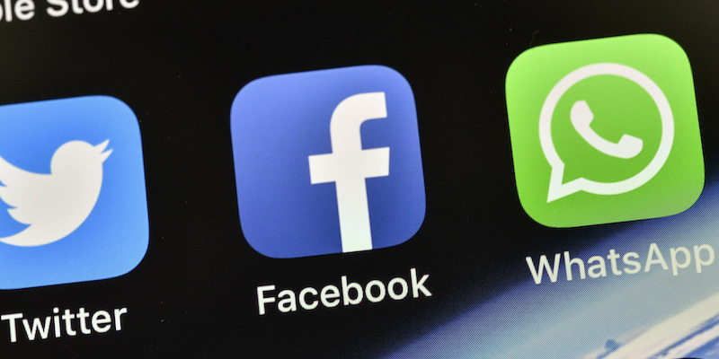 Bisogna preoccuparsi per le nuove regole sulla privacy di WhatsApp? - Il  Post