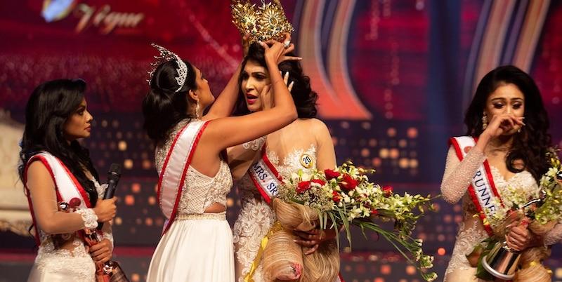 Il bizzarro finale del concorso di bellezza Mrs. Sri Lanka - Il Post