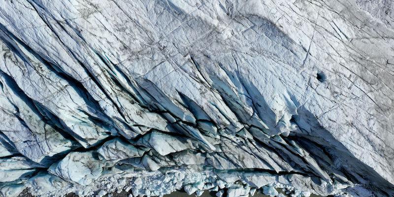 Le misteriose caverne nei ghiacciai