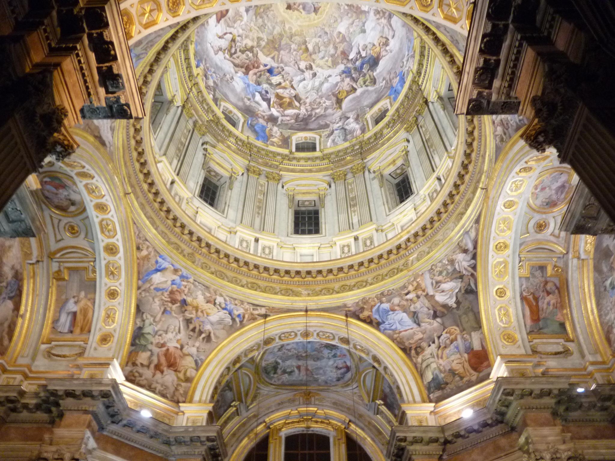 E questa è solo una cappella, la chiesa è ben più grossa. No, per dire.