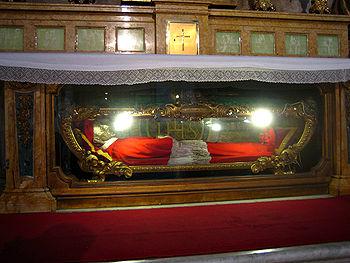 La sua capsula è custodita a Roma in Sant'Ignazio.